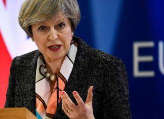 Britsky parlament odmietol dohodu Theresy Mayovej s EU, libra zazila volatilny tyzden.