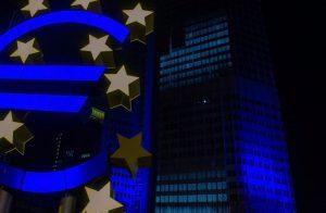 ECB odklada zvysovanie sadzieb ECB pravdepodobne odloží zvyšovanie sadzieb na prvý štvrťrok budúceho roka.