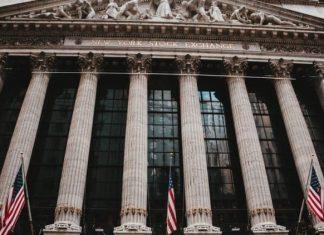 Akciovy vypredaj pokracuje. Na trhu s dlhopismi biju zvony na poplach