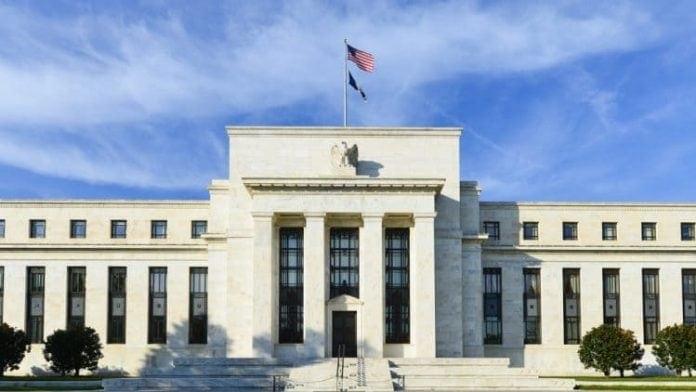 Fed pravdepodobne do konca roka ponecha urokovu sadzbu bez zmeny. U RBA analytici ocakavaju cut vo februari buduceho roka